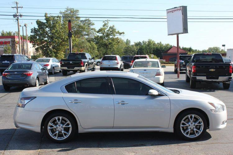 2014 SILVER NISSAN MAXIMA S (1N4AA5AP7EC) with an 3.5L engine, Automatic transmission, located at 1342 West Wade Hampton Blvd. Greer, SC 29650, Greer, SC 29650, SC, 29650, (864) 244-8880, 34.931980, -82.272987 - Photo #5