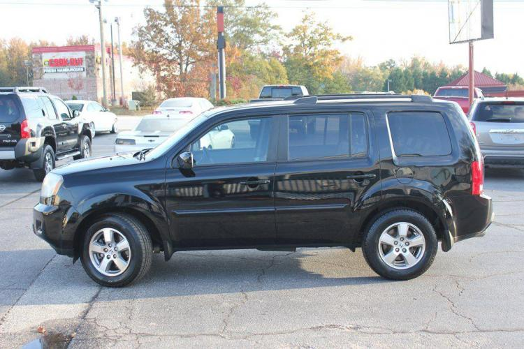2011 BLACK HONDA PILOT EXL (5FNYF3H59BB) with an 3.5L engine, Automatic transmission, located at 1342 West Wade Hampton Blvd. Greer, SC 29650, Greer, SC 29650, SC, 29650, (864) 244-8880, 34.931980, -82.272987 - Photo #1
