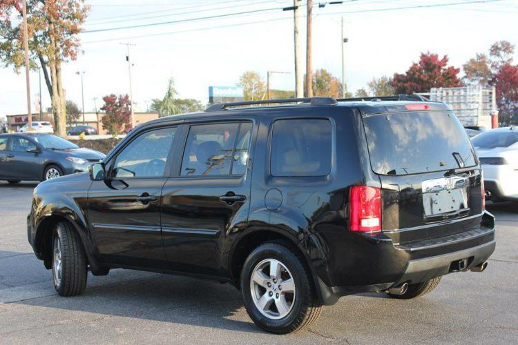 2011 BLACK HONDA PILOT EXL (5FNYF3H59BB) with an 3.5L engine, Automatic transmission, located at 1342 West Wade Hampton Blvd. Greer, SC 29650, Greer, SC 29650, SC, 29650, (864) 244-8880, 34.931980, -82.272987 - Photo #2