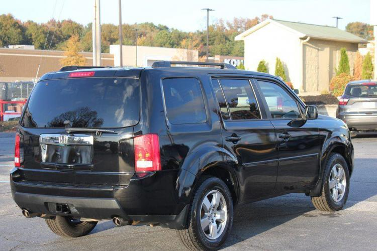 2011 BLACK HONDA PILOT EXL (5FNYF3H59BB) with an 3.5L engine, Automatic transmission, located at 1342 West Wade Hampton Blvd. Greer, SC 29650, Greer, SC 29650, SC, 29650, (864) 244-8880, 34.931980, -82.272987 - Photo #4
