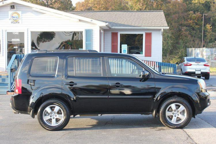 2011 BLACK HONDA PILOT EXL (5FNYF3H59BB) with an 3.5L engine, Automatic transmission, located at 1342 West Wade Hampton Blvd. Greer, SC 29650, Greer, SC 29650, SC, 29650, (864) 244-8880, 34.931980, -82.272987 - Photo #5